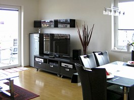 Nábytek byl zredukován na minimum, aby zůstalo dost volného prostoru.