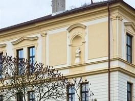 Škola byla postavena v roce 1909 jako Jubilejní obecná škola císaře a krále