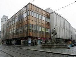 Budova olomouckého obchodního domu Prior s charakteristickým betonovým