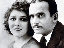 Herci a manželé Douglas Fairbanks a Mary Pickfordová si v roce 1919 postavili