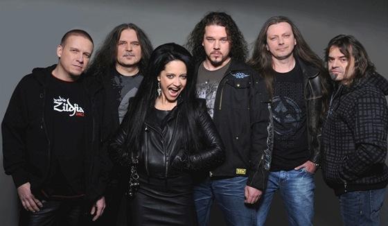 Skupina Arakain s Lucií Bílou