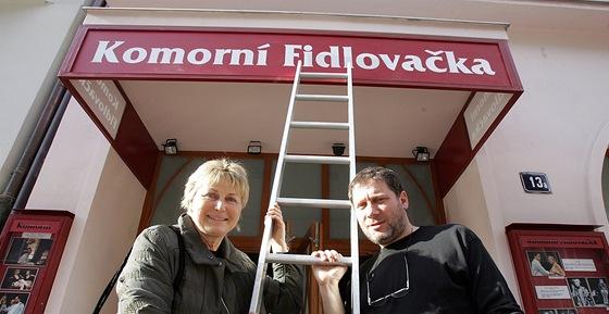 Herci Eliška Balzerová s Tomáš Töpfer před Komorní Fidlovačkou