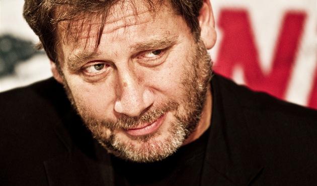 Herec, re�isér, podnikatel, divadelní pedagog a nov� i scenárista Tomá� Töpfer