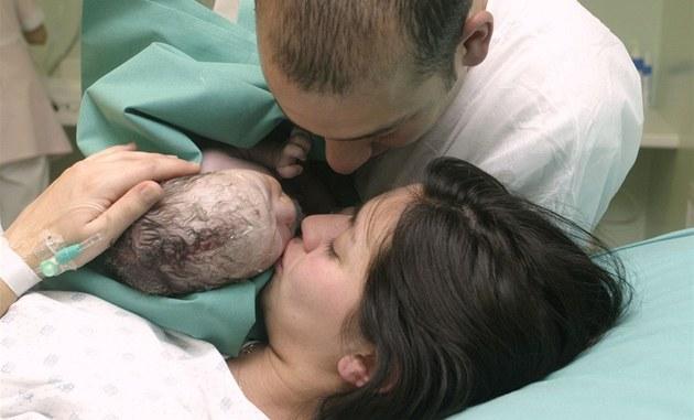 Rodit doma, nebo v nemocnici? U obého stát nesmí nechat matky na holi�kách, míní M�stský soud v Praze. Ilustra�ní snímek