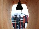 Sochaři vytvořili i zvoničku pro ty, kteří se už z lesa nevrátili.