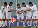 NARODIL SE G�L. Fotbalist� Lecce oslavuj� trefu Antonia Di Nataleho (uprost�ed).