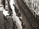 Pohřeb Jana Palacha - smuteční průvod v Pařížské ulici