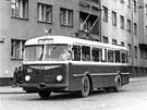 První z trolejbusů, Škoda 7Tr, v padesátých letech na cestě Švermovou (dnes