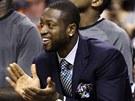 Dwyane Wade tlesk� sv�m spoluhr���m z Miami.