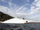 Z�chran��i prohled�vaj� v�echny kajuty zatopen� Concordie (15. leden 2012)