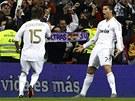 CO VY NA TO? Cristiano Ronaldo (vpravo) z Realu Madrid m� velk� d�vod k