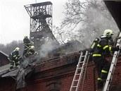 Hasiči zasahovali při požáru řezbářské dílny v areálu Hornického muzea v