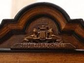 Detail výzdoby trezoru s řády a medailemi na zámku v Náchodě