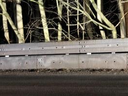 Nová svodidla na silnici mezi Blanskem a Šebrovem mají zajistit větší