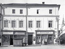 Zmizelá Opava. Zohnerův dům na rohu Dolního náměstí a ulice Mezi Trhy.