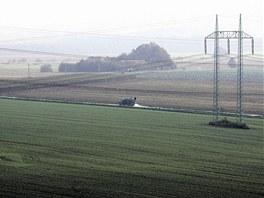 Archivn� sn�mek ukazuje pole, na kter�ch nyn� stoj� automobilka Hyundai.