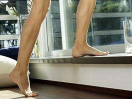 Koupit si stepper? Nemusíte, nohy posílíte i na obyčejném schodu