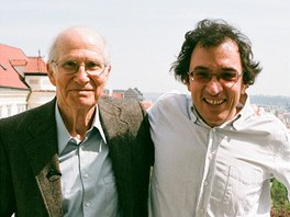 Nicholas Winton (vlevo) a Matej Min��