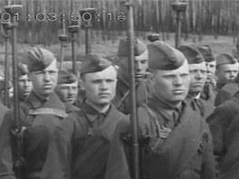Sovětští vojáci vyzbrojení protitankovými puškami