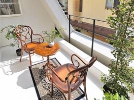 Rodiče i děti mají vlastní oddělené terasy v patře. Uspořádání počítá s možnou