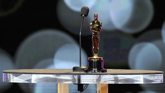 Oscar trpělivě čeká na vyhlášení nominací za rok 2011.