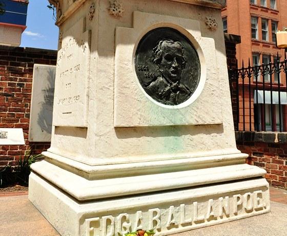 Hrob Edgara Allana Poea v Baltimore