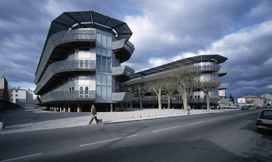 Projekt Nemausus tvoří dva domy, které narvhl Jean Nouvel.