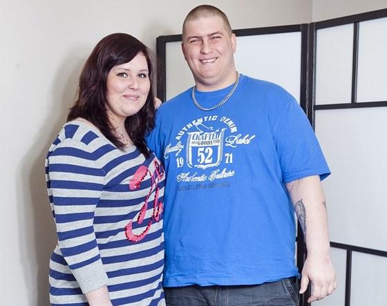 Stále usměvavý pár Anna a David se chtějí dohromady zbavit 70 kilogramů. Anna