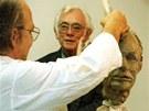 V roce 1999 seděl Škvorecký sochaři Jindřichu Roubíčkovi modelem.