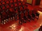 Demontáž sedadel v hledišti začala už po představení ve středu 25. ledna.