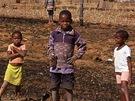 Černošské děti u vsi na okraji NP Royal Natal