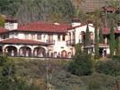 Rozlehl� panstv� le�� v reziden�n� oblasti Brentwood Country Estates, kterou