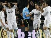 JAK TO? Fotbalist� Realu Madrid protestuj� proti rozhodnut� sud�ho, kter�