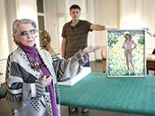 Meda Mládková ukazuje Kupkův přelomový obraz Dívka tančící na zahradě. (25.
