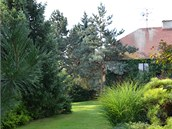 Pohled ze zadních partií zahrady k domu
