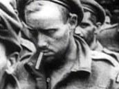 Zajatí kanadští vojáci, část z nich Meyerovy jednotky postřílely v opatství