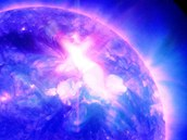 Erupce z 23. ledna v záběru Solar Dynamics Observatory. Vychází ze skvrny v
