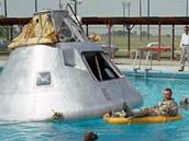 Posádka Apolla 1 během výcviku v bazénu v červnu 1966