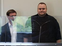 Zaměstanci firmy Megaupload.com u soudu v novozélandském Aucklandu: (zleva)