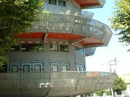 Dveře na terasy se sériově vyrábějí, ale pro hasičské stanice!