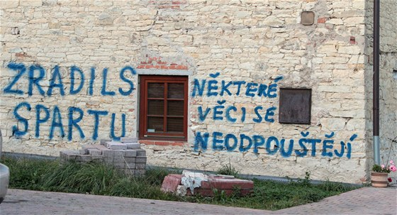 Dům fotbalového trenéra Františka Straky v Kněževsi poté, co se stal koučem Slavie (14. října 2011).