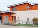 I silně izolované pultové střechy s lehkou krytinou a malým sklonem působí