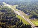 Zároveň s domem získá nový majitel i přistávací dráhu a letecký hangár.