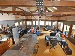 Majitelé se věnovali rekonstrukci objektu dvacet let, za tu dobu vytvořili ze