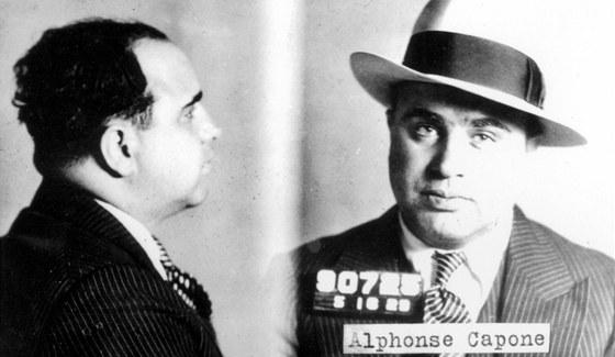 V roce 1925 se Al Capone vr�til do Brooklynu, aby si vy��dil ��ty s gangem