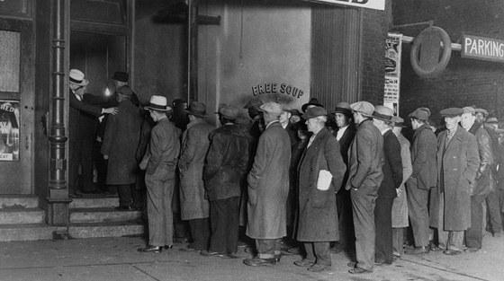 Mafiánská sociální charita. Al Caponeho zločinecký syndikát rozdává polévku