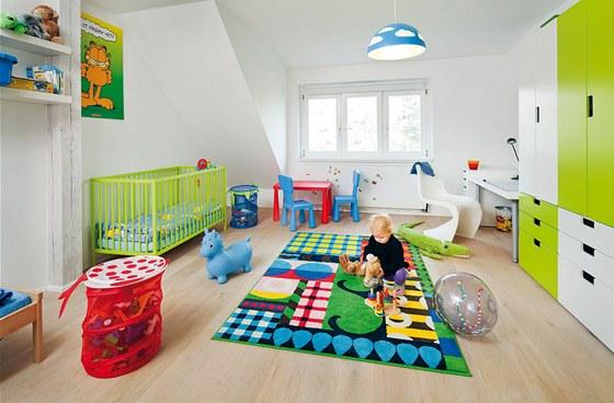 Jeden z dětských pokojů ve spodní části bytu. Zajímavý nábytek s úložným