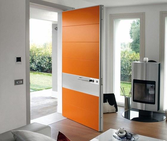 Italové si potrpí na design. Ukázka dveří firmy Oikos z veletrhu Madeexpo.