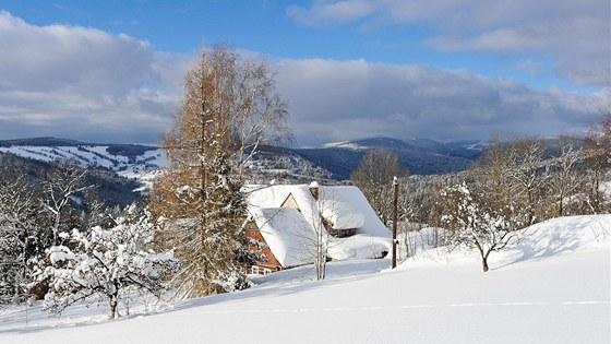 Pro Benecko jsou typické roztroušené domky a horské louky.