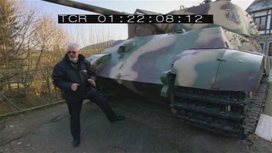 Pz.Kpfw. VI Ausf.B Tiger II v městečku Stavelot
